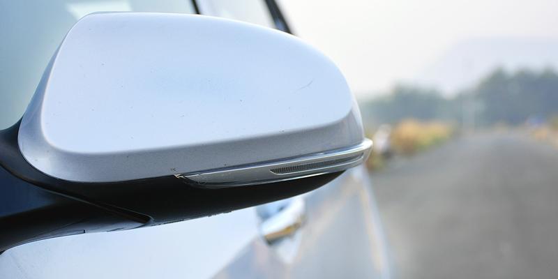 Gương chiếu hậu tích hợp đèn báo rẽ - Hyundai Grand I10 2017