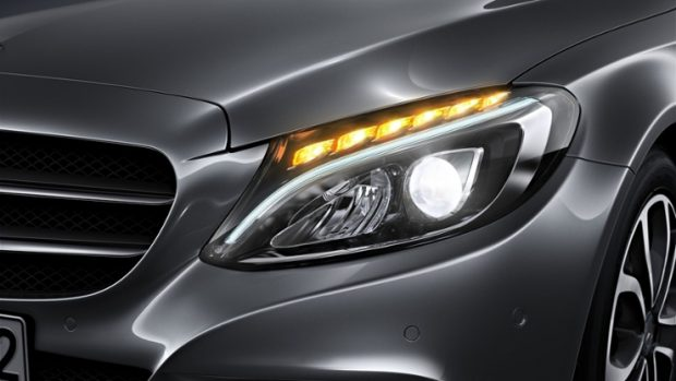 Mercedes dòng C trang bị đèn LED