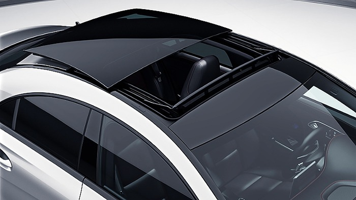 Cửa sổ trời của xe Mercedes CLA