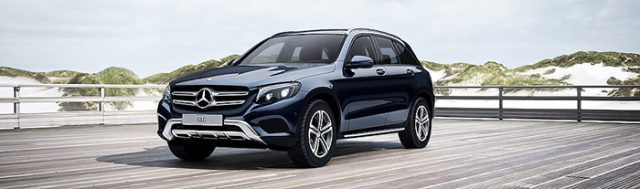 Mercedes GLC 250 4MATIC màu xanh cavansite
