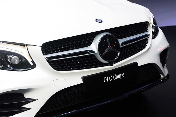Đầu xe Mercedes GLC 300 4MATIC Coupe