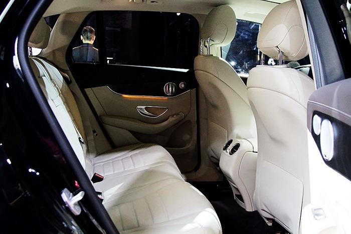 Hàng ghế sau của xe Mercedes GLC 300 AMG 4MATIC