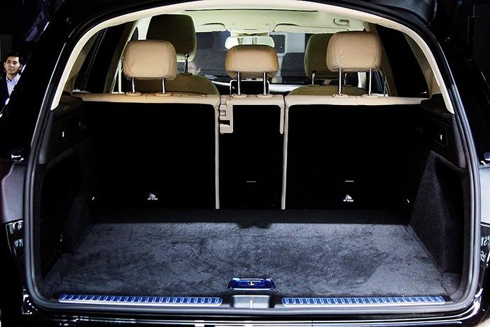 Khoang hành lý xe Mercedes GLC 300 4MATIC