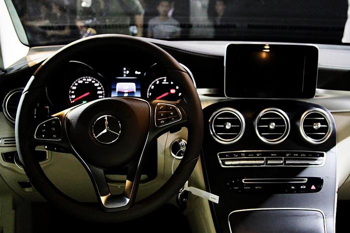 Vô lăng xe Mercedes GLC 300 4MATIC