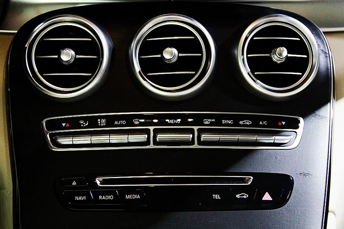 Điều hòa xe Mercedes GLC 300 4MATIC