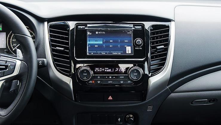 Bảng điều khiển xe Mitsubishi Triton