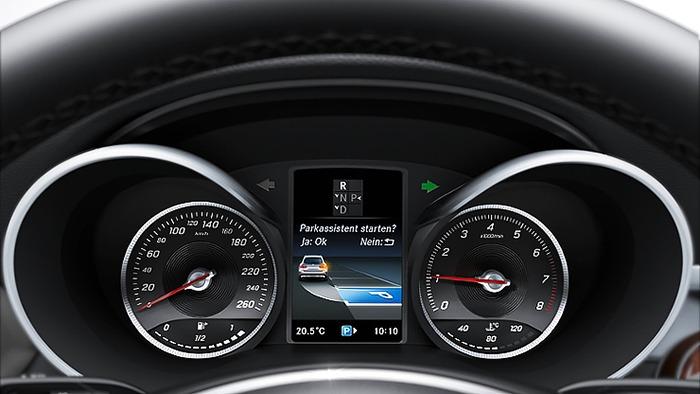 Bảng thông tin và hệ thống hỗ trợ đỗ xe parktronic của xe Mercedes GLC 250 4MATIC