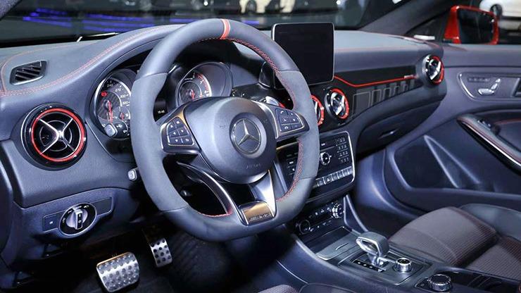 Mercedes AMG A 45 4 MATIC nội thất