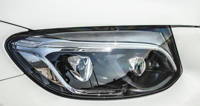 Đèn pha trước xe Mercedes GLC 300 4MATIC 2017