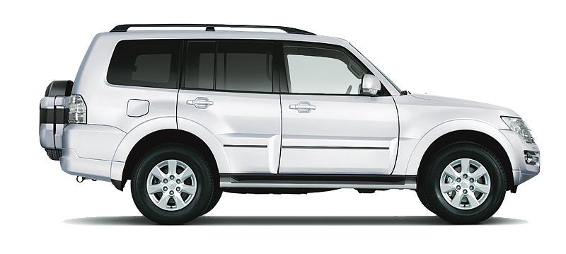 Mitsubishi Pajero màu trắng