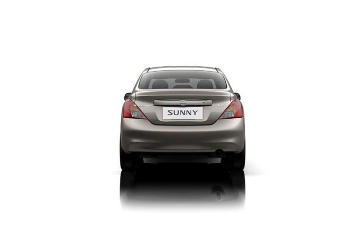 Đuôi xe Sunny 1