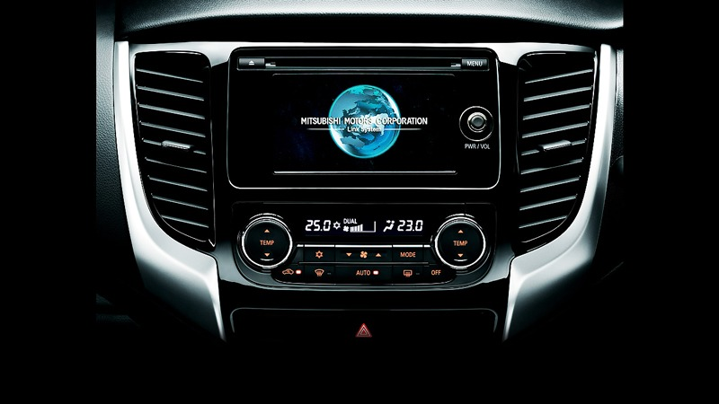 Bảng điều khiển Mitsubishi Pajero Sport