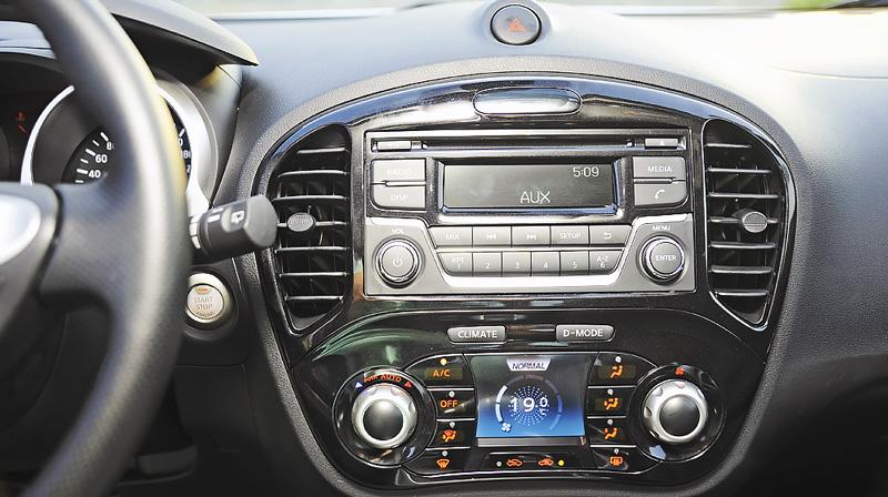 bảng điều khiển trung tâm Nissan Juke
