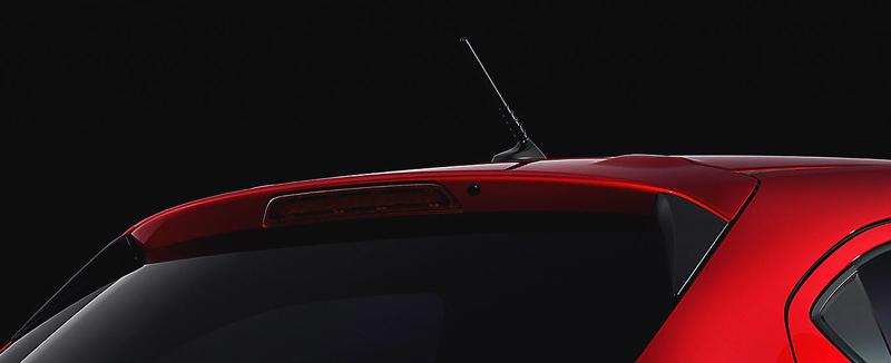 Đuôi xe Mazda 2 cánh hướng gió