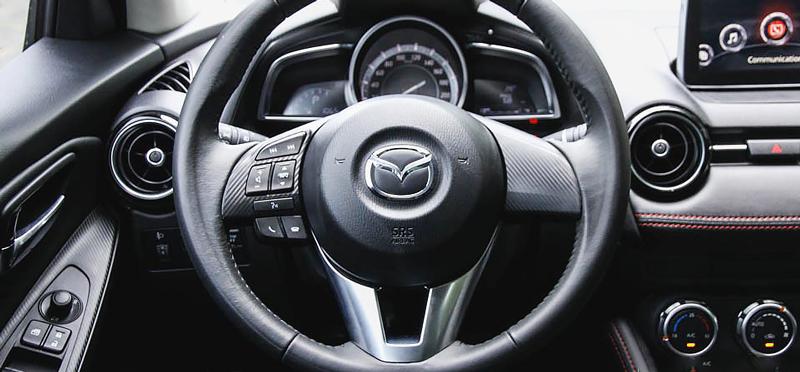 Vô lăng Mazda2