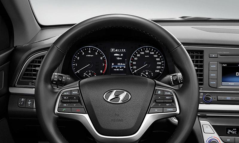 Hyundai Elantra vô lăng