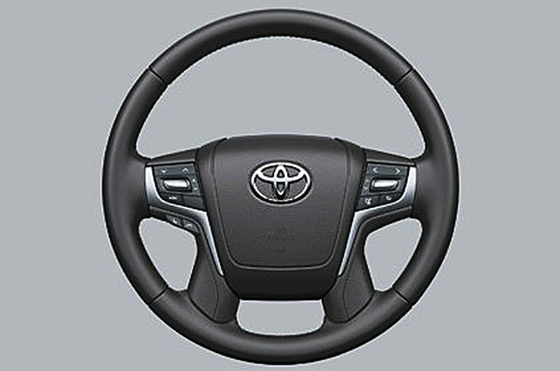 Tay lái Toyota Land Cruiser 2018