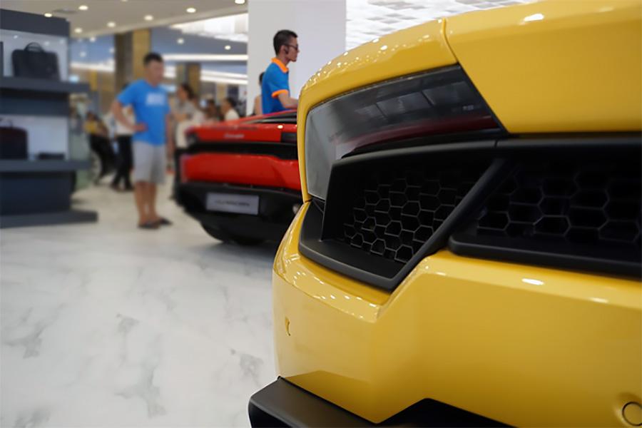 Lamborghini và Bentley có mặt tại Landmark 81