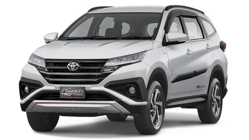 Đầu xe Toyota Rush gây ấn tượng bởi lưới tảng nhiệt cùng dãi đèn LED