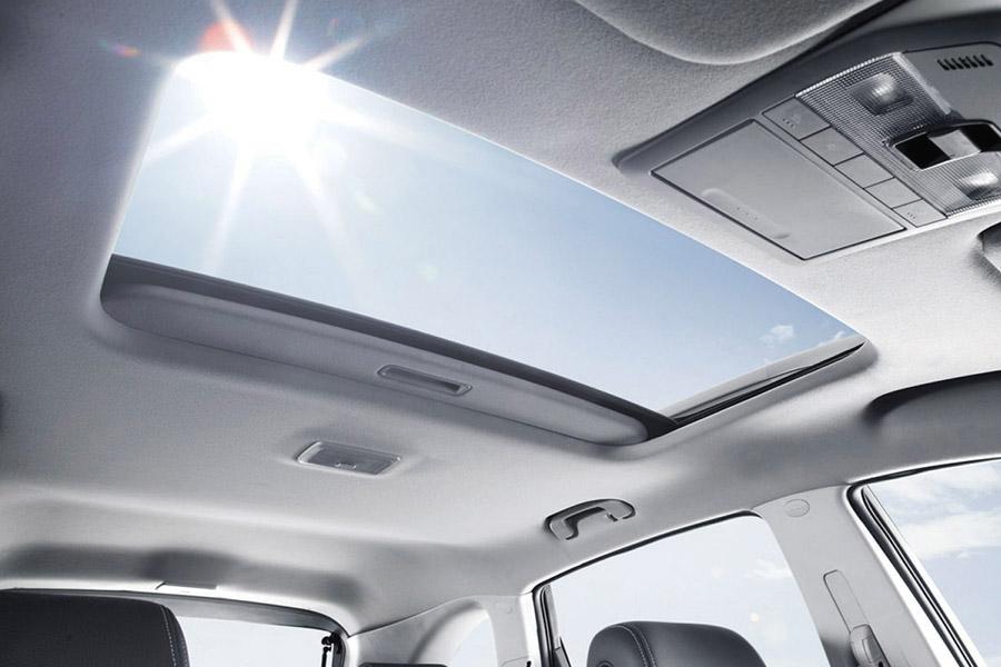Cửa sổ trời trên xe ô tô - mua xe có cần cửa sổ trời?