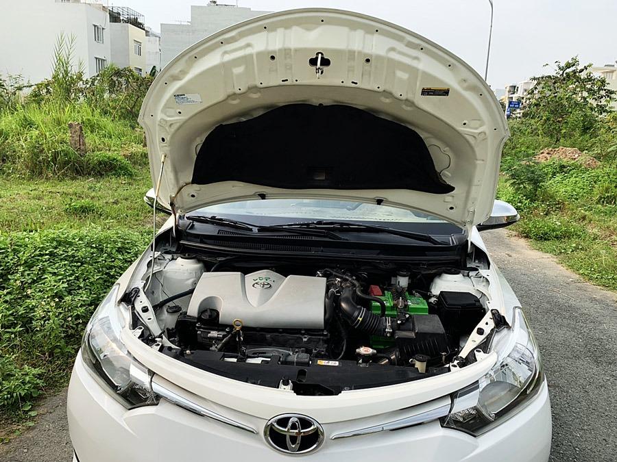 Khoang động cơ Toyota Vios cũ