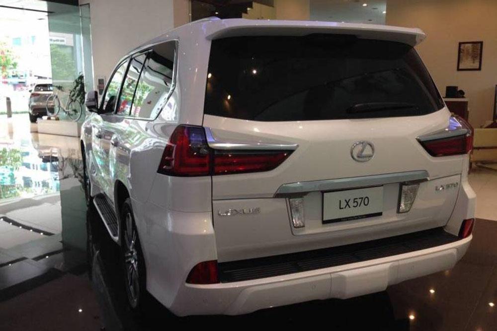 lexus lx570 đuôi xe