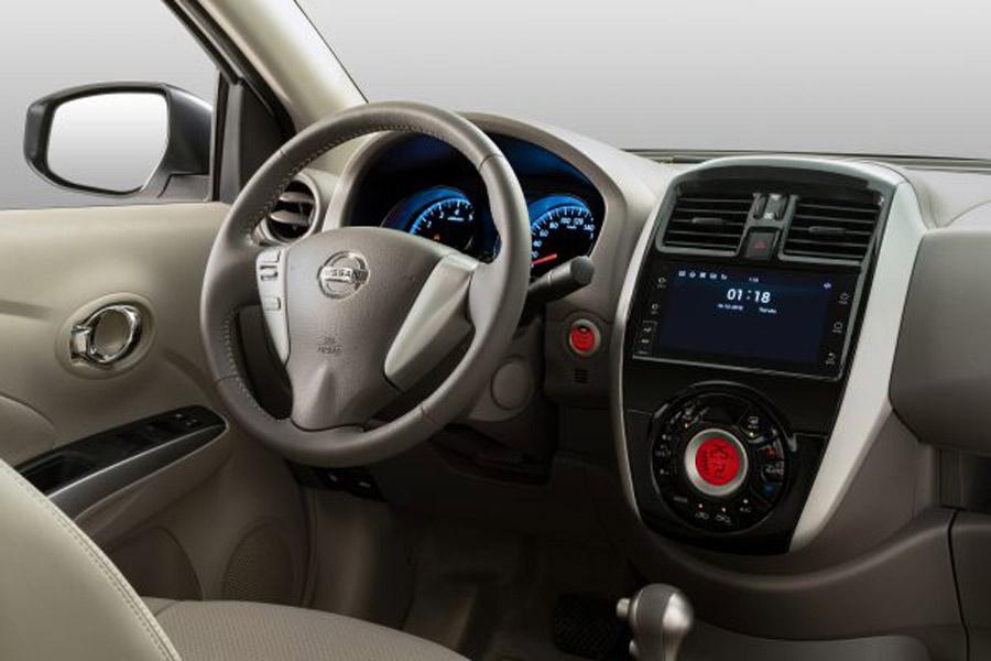 Bảng điều khiển trung tâm trên Nissan Sunny
