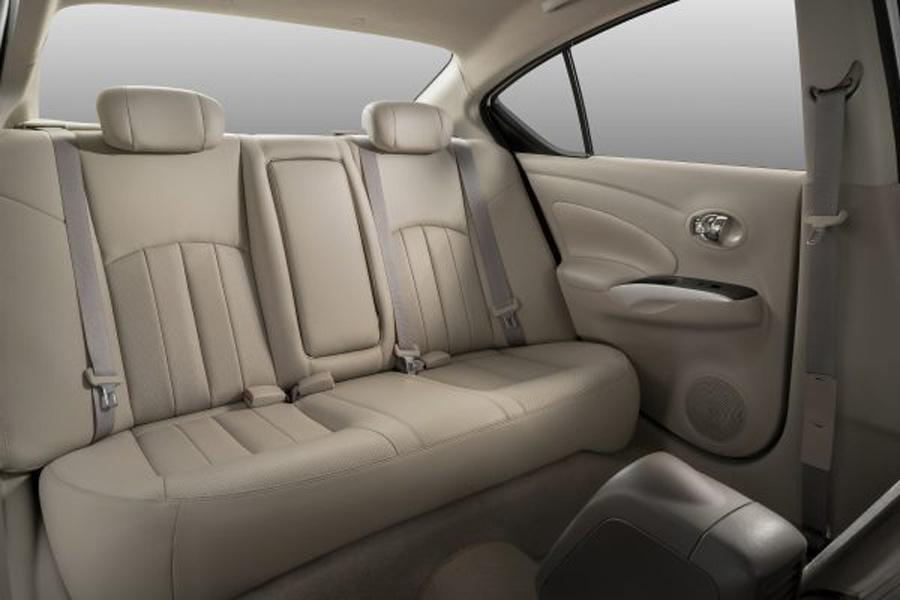 Hàng ghế sau của Nissan Sunny được đánh giá là rộng rãi nhất phân khúc.