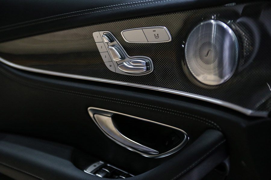 Nội thất Mercedes E200 Sport đầy đủ tiện nghi