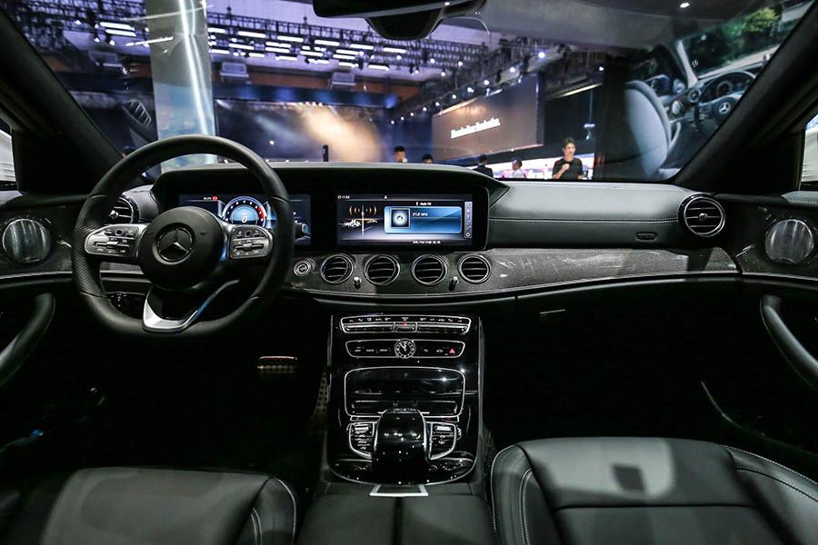 Bảng điều khiển trung tâm Mercedes E350 AMG