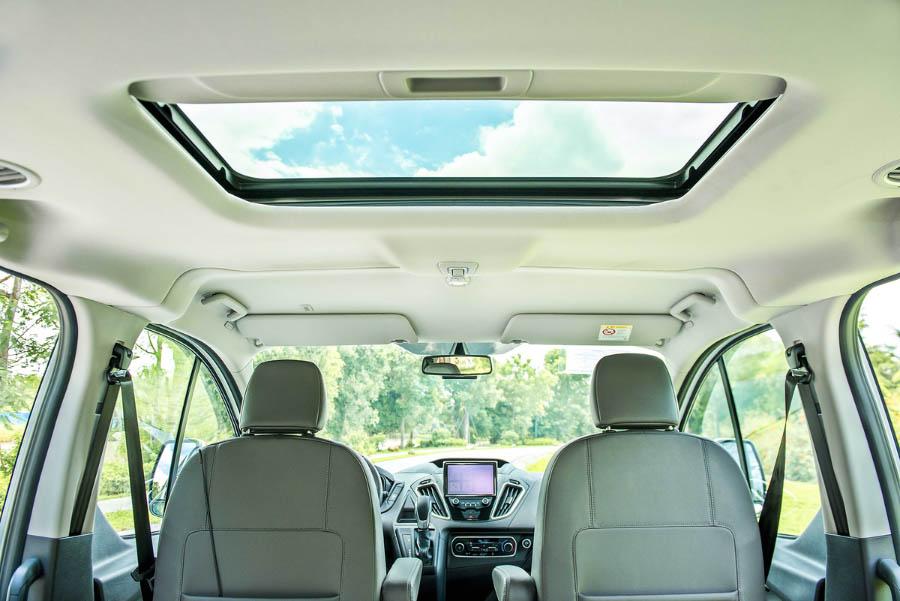 Cửa sổ trời trên MPC của Ford