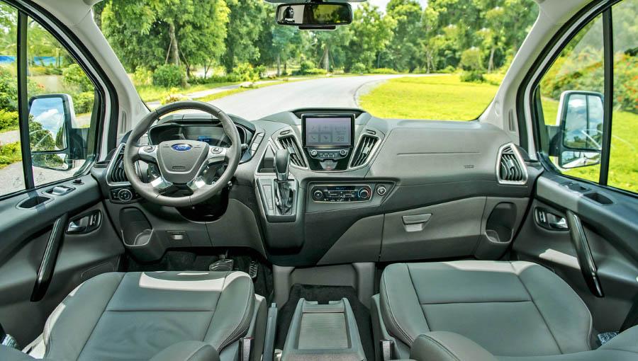Ford Tourneo với bảng điều khiển trung tâm dễ sử dụng