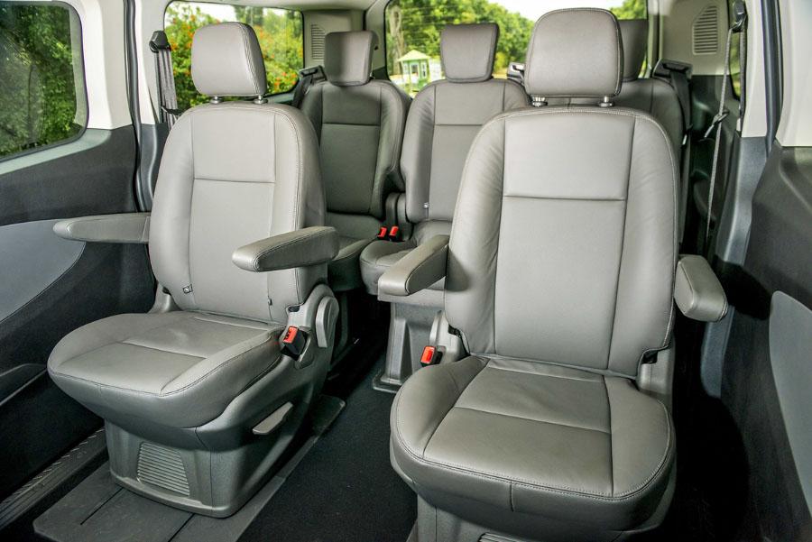 Hàng ghế 2 trên Ford Tourneo