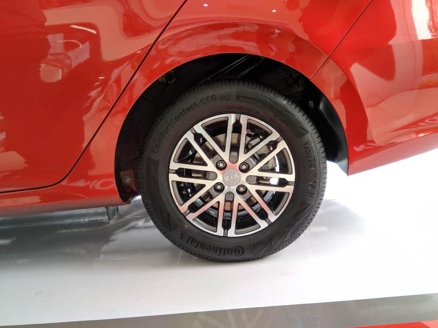Soluto - Mâm xe 14 inch hợp kim nhôm trên phiên bản AT