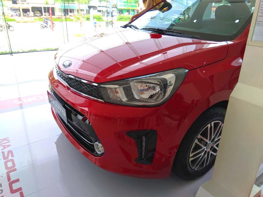 KIA Soluto - thiết kế đầu xe