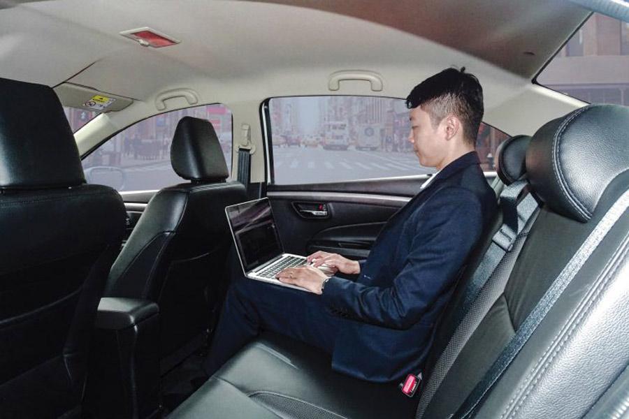 Ghế da cao cấp ; Không gian nội thất của xe khá rộng rãi và thoải mái