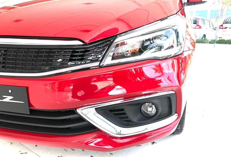 Đèn chiếu sáng trên xe đã được nâng cấp thành bóng LED cao cấp kết hợp cùng thấu kính phản xạ (so với bóng halogen ở phiên bản trước đó).