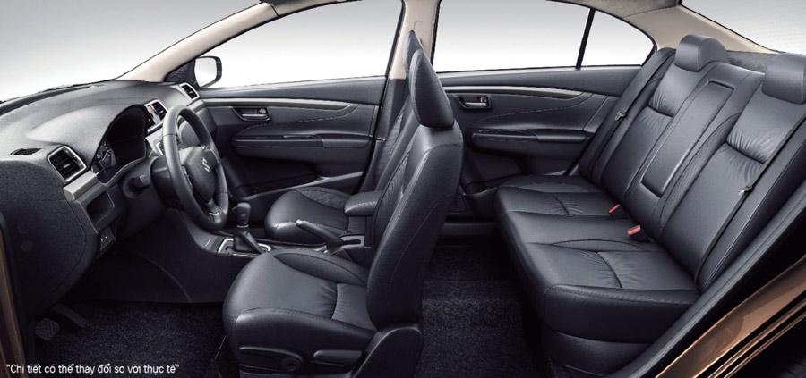Góc nhìn tổng quan không gian nội thất của Suzuki Ciaz 2020. Đây là một trong những chiếc xe có không gian nội thất rộng rãi hàng đầu cùng phân khúc.