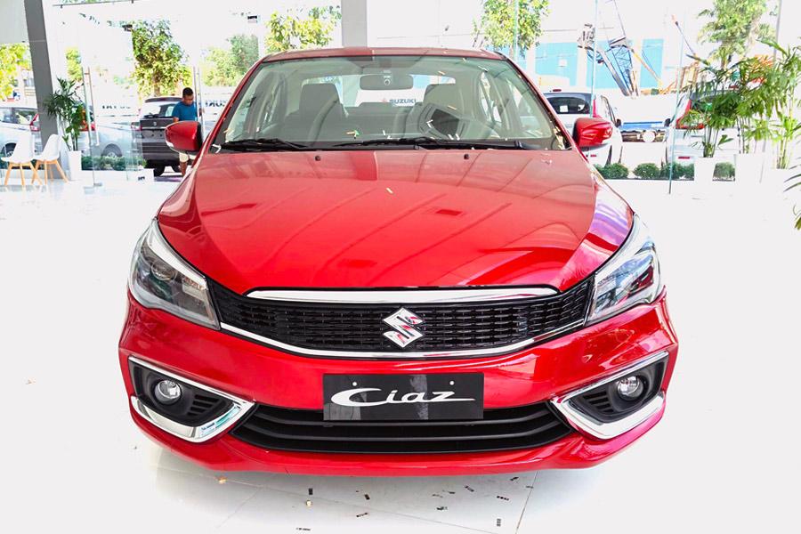 Ngoại thất nhìn từ phía trước xe Suzuki Ciaz 2020