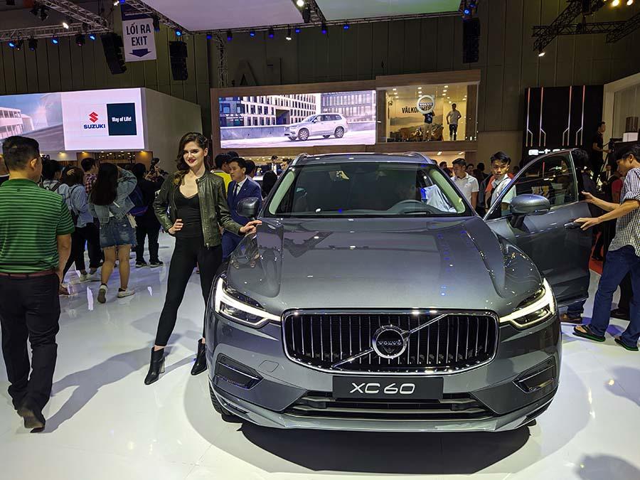 Những cô nàng Bắc Âu tại gian hàng Volvo