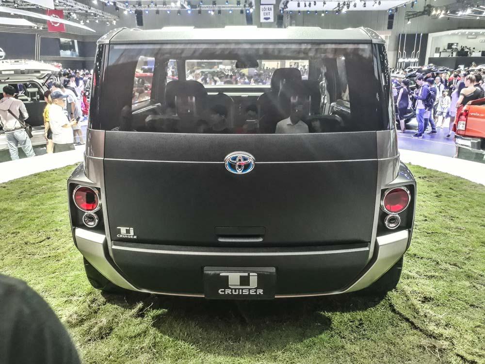 Hình ảnh đuôi xe Toyota TJ Cruiser