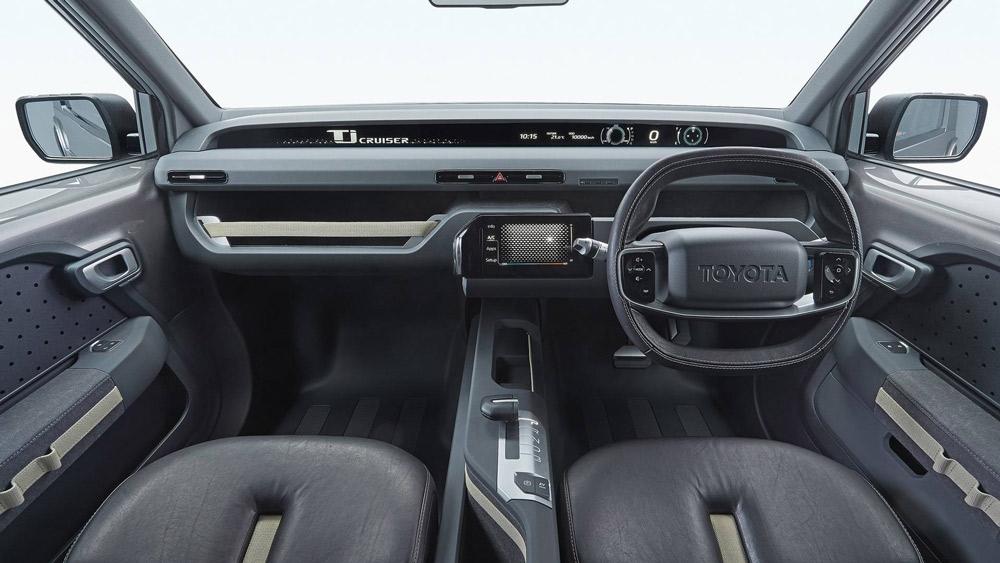 """Toyota cũng bố trí 1 nút bấm kích hoạt chế độ chạy điện hoàn toàn """"EV Mode"""" riêng biệt ở phía cuối cần số.Bảng táp-lô có màn hình thông tin chạy ngang với chiều dài lớn"""