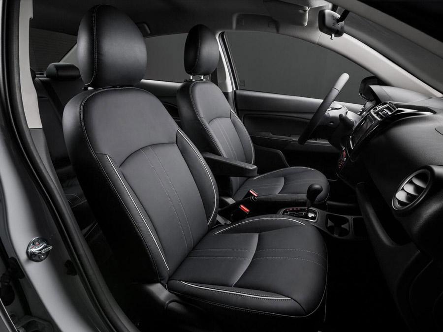 Hàng ghế trước của xe Mitsubishi Attrage 2020