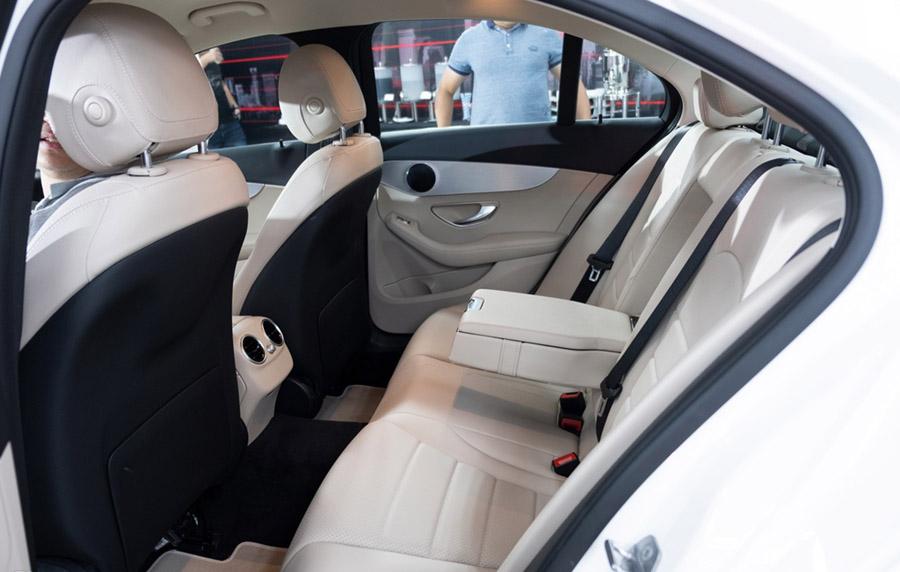 Mercedes C180 nội thất