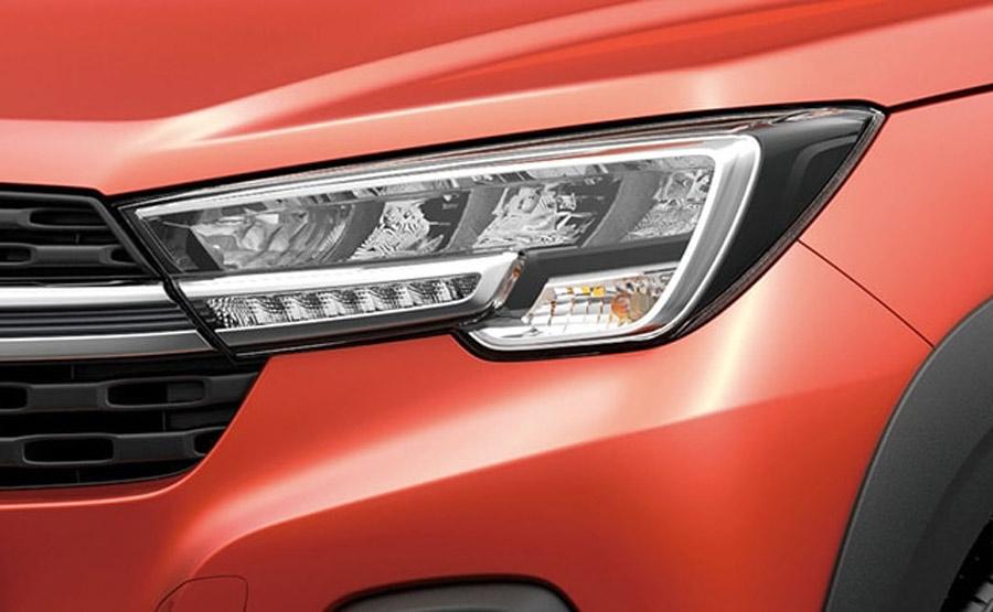 Cụm đèn pha LED phía trước có thiết kế mạnh mẽ và hiện đại