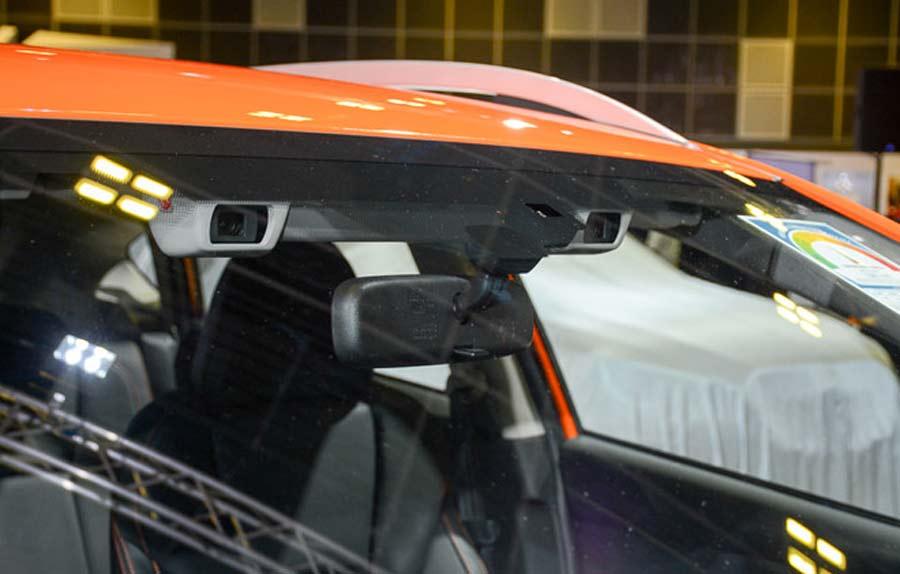 Công nghệ EyeSight tích hợp camera nổi đặt sau kính lái