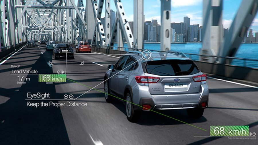 Hệ thống kiểm soát hành trình tương thích giúp điều chỉnh tốc độ để giữ khoảng cách nhất định với phương tiện phía trước