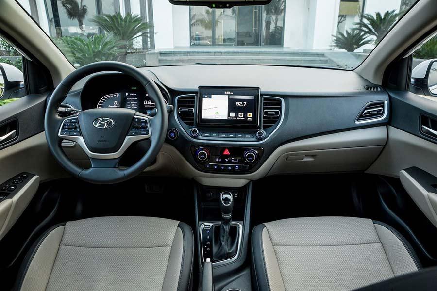 Nội thất của xe được đánh giá cao về tiện nghi và khá rộng rãi