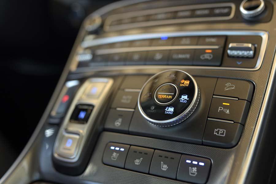 Bảng điều khiển trung tâm đa chức năng của xe Santa Fe 2021