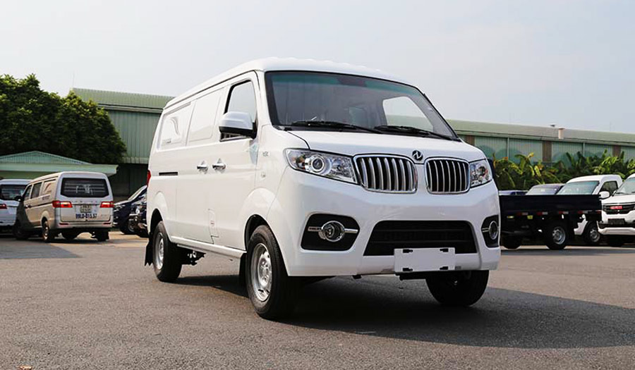 Xe được trang bị động cơ trục cam kép, 4 xy lanh thẳng hàng công nghệ Đức, tiêu chuẩn khí thải Euro4.